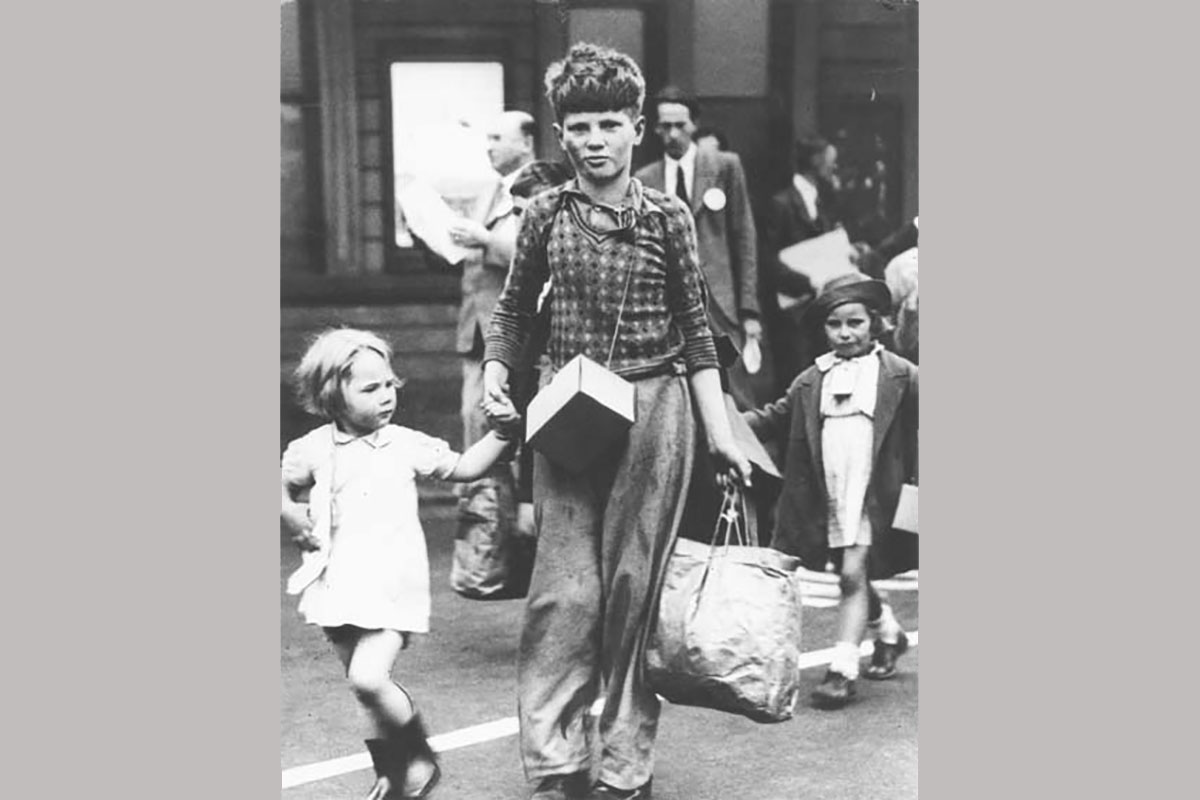 Evacuees at Oxford Station